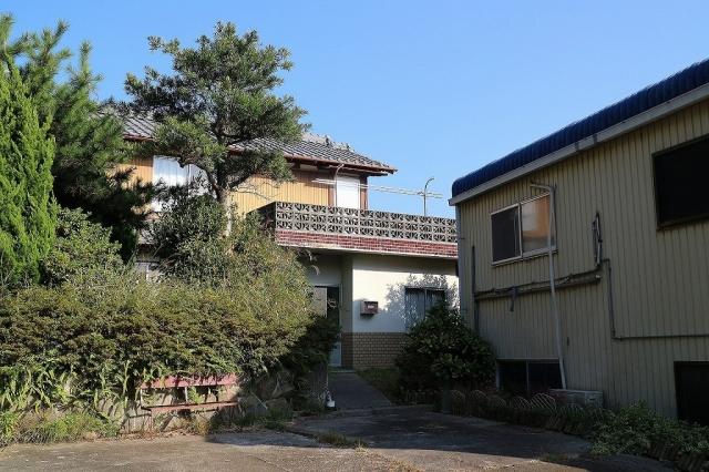 伊加利 木造2階建 倉庫2棟付