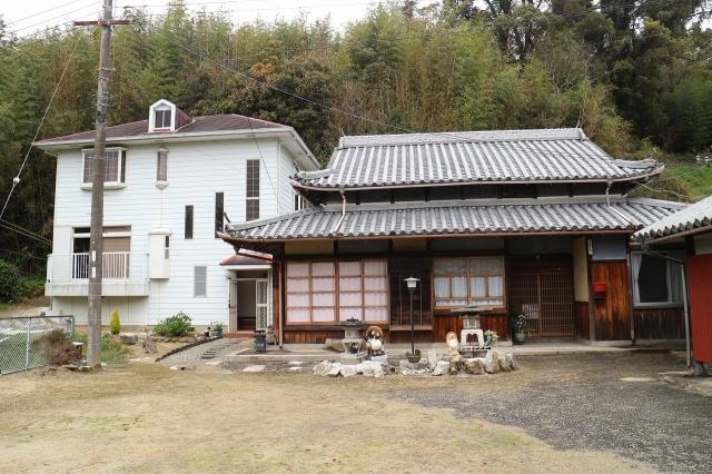 倭文土井 鉄骨2階建て 木造平屋・倉庫付き 中庭あり