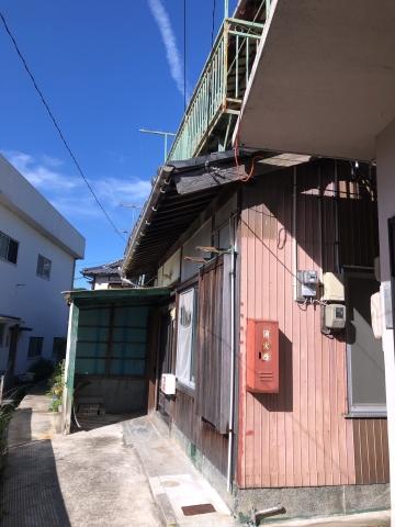 福良 小学校のすぐそばにある木造瓦葺2階建