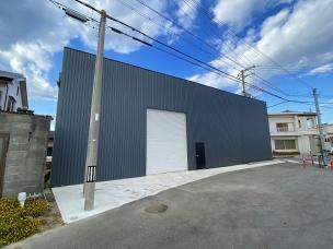 慶野松原海水浴場まで車で3分!松帆にある軽量鉄骨造の居宅兼倉庫です。